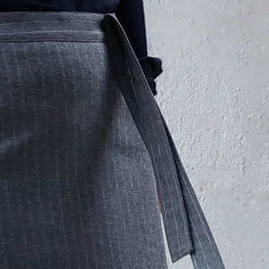 [케임어폰] Straps Pointed Classic Regular Fit Skirt_Grey