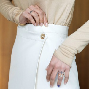 [케임어폰] Asymmetric Leather Midi Skirt_Off White